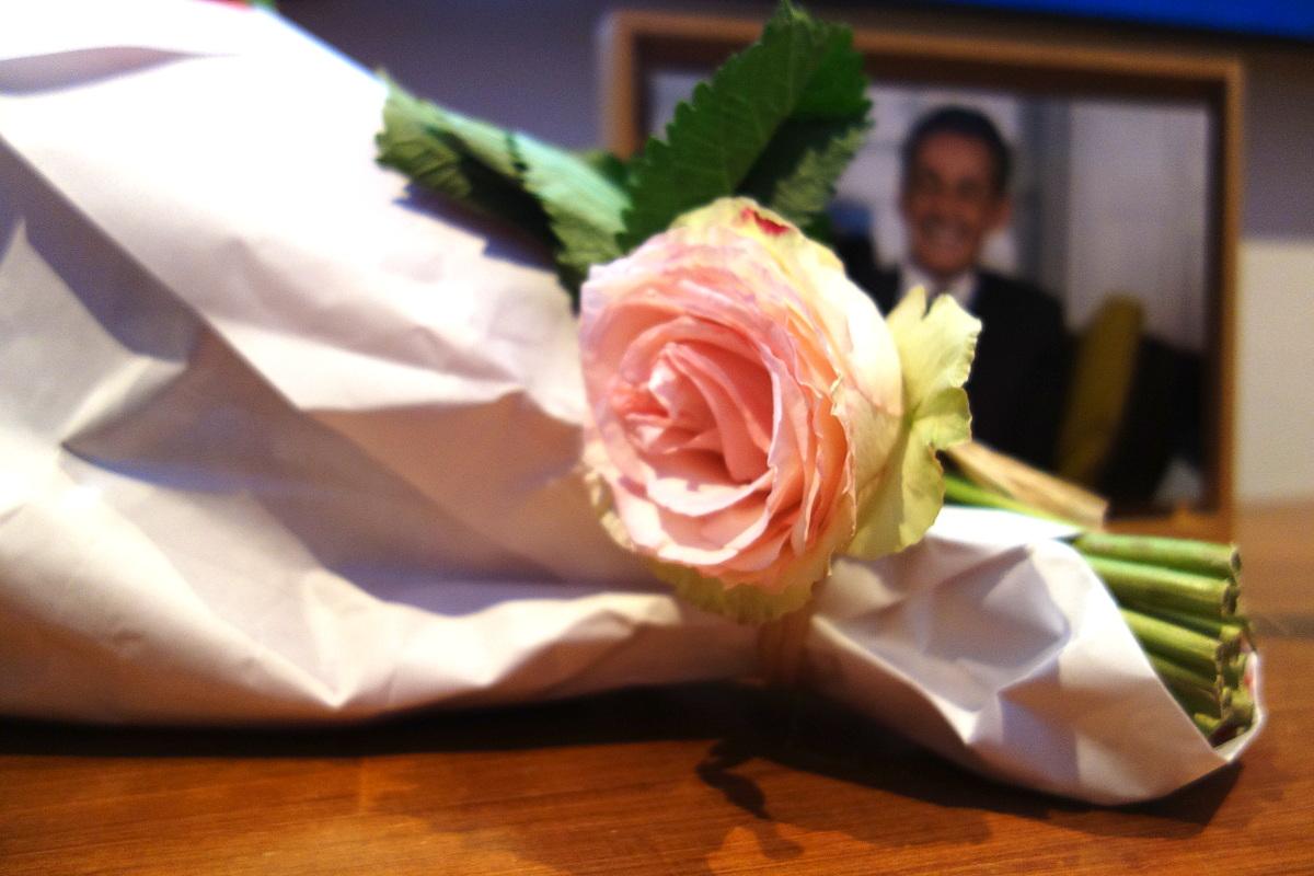 Une rose et Nicolas Sarkozy