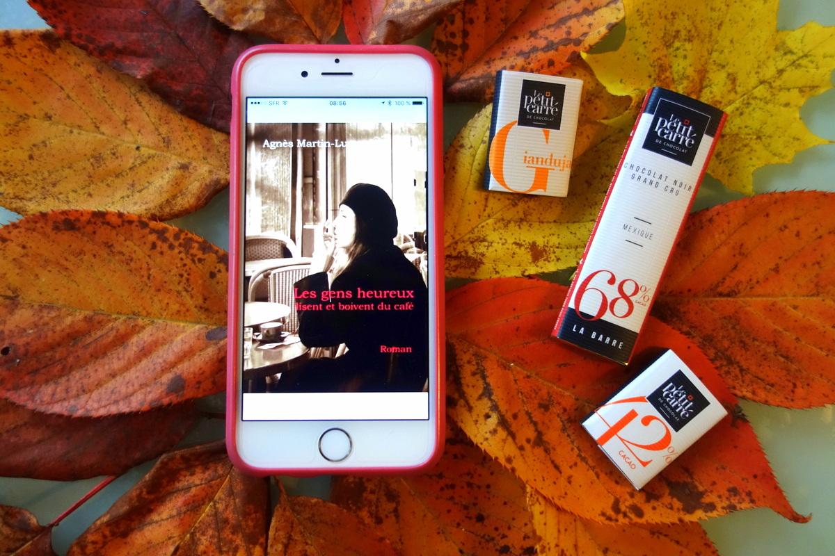 Les gens heureux lisent et boivent du café - Photo : le blog de Lili