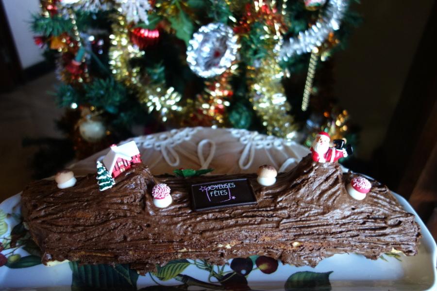 Bûche roulée au chocolat faite maison - Le blog de Lili
