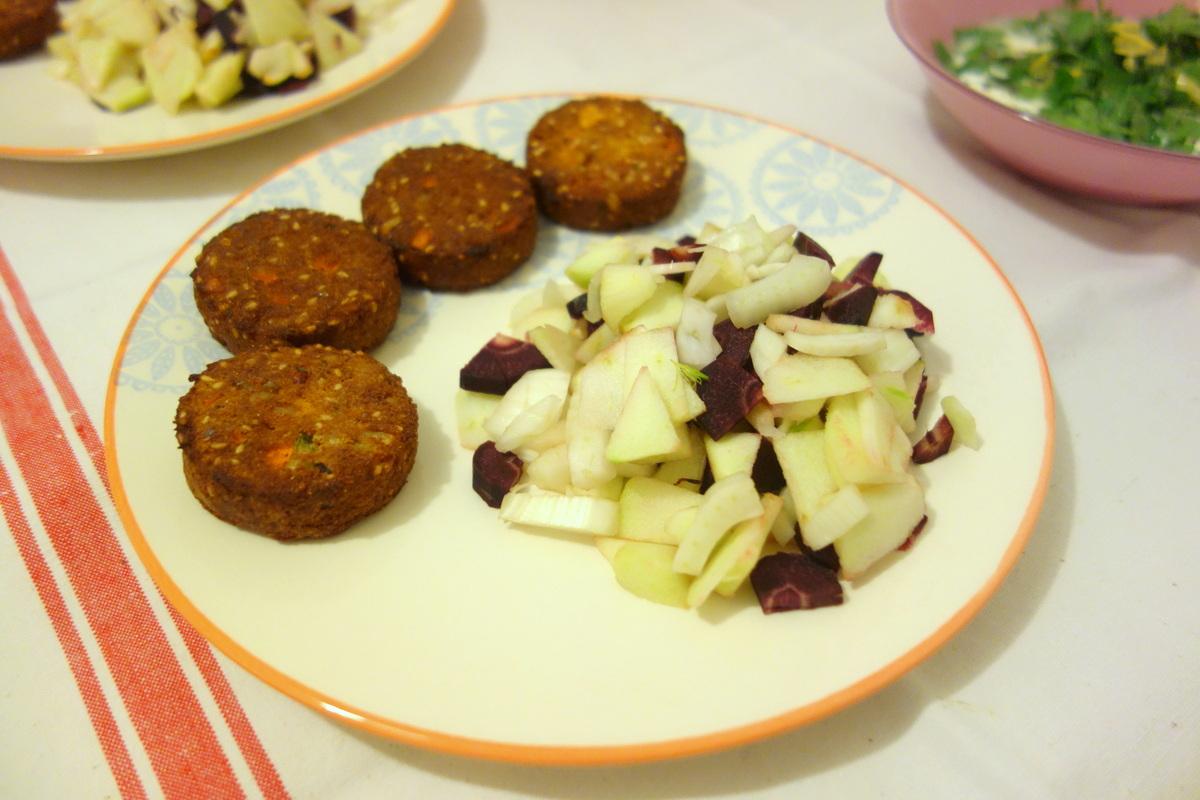 Qui Toque panier végétarien : les falafels et leurs légumes en sauce fraîche