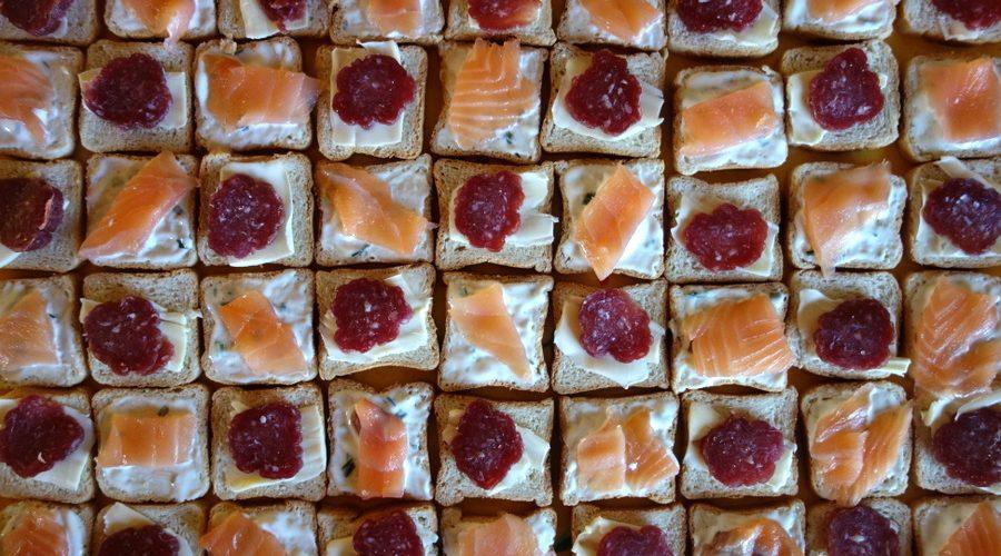 Toasts au saucisson et au saumon fumé - Le blog de Lili