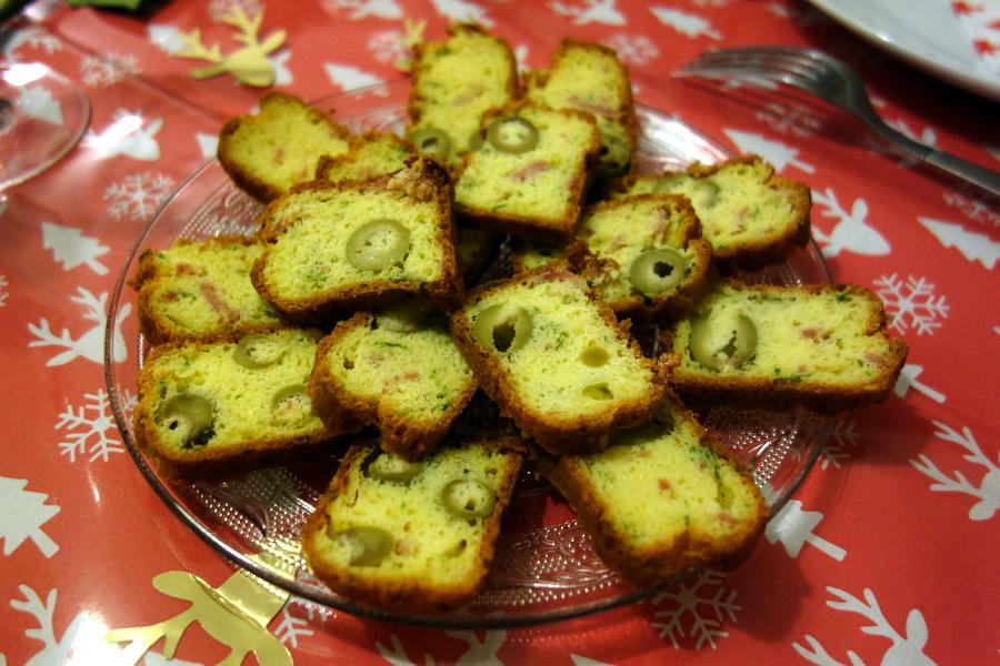 Mini-cake apéritif au jambon et aux olives