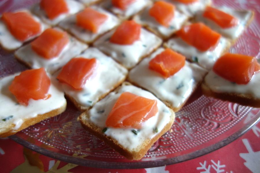 Toasts apéritifs maison au saumon fumé