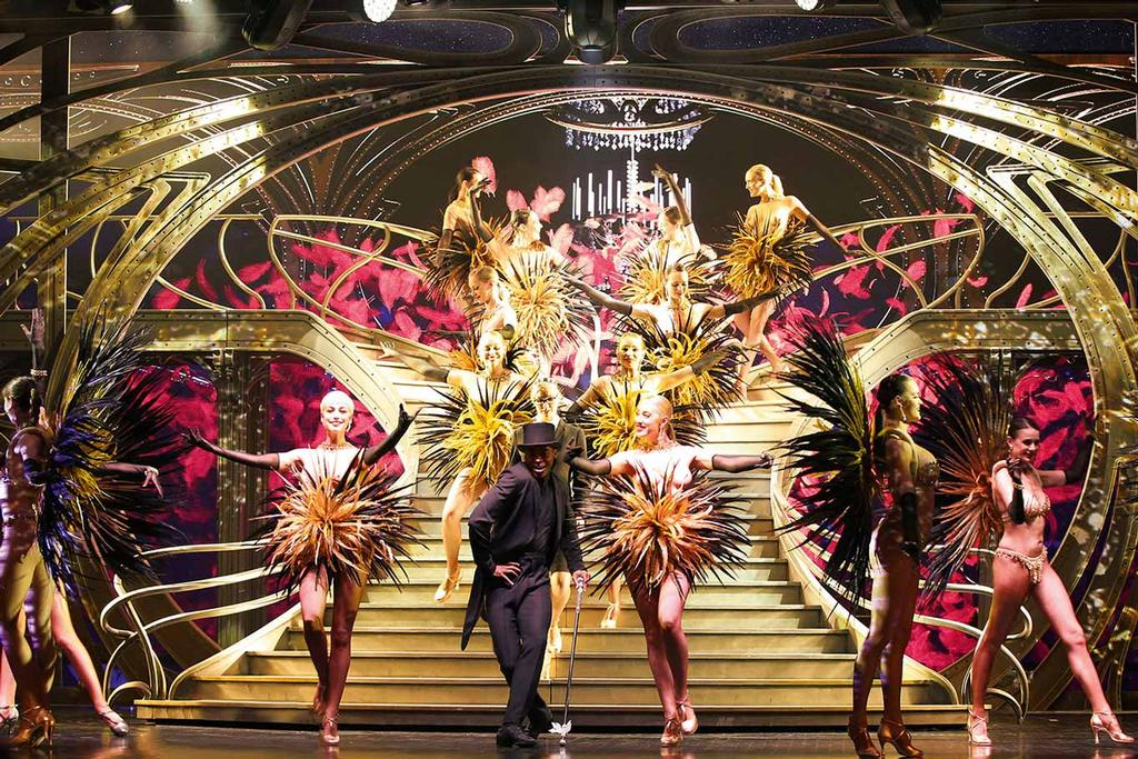 Le Lido de Paris - Paris Merveilles - Des costumes en plumes