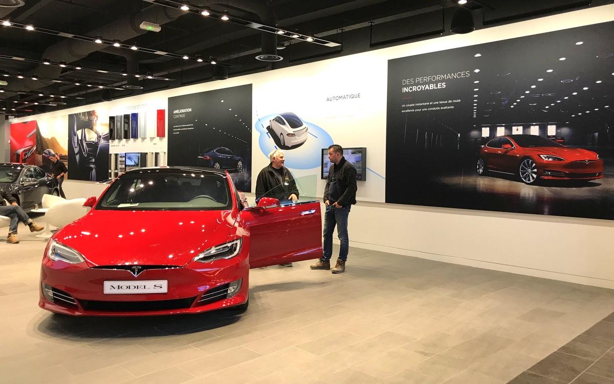 Boutique Tesla à Vélizy 2