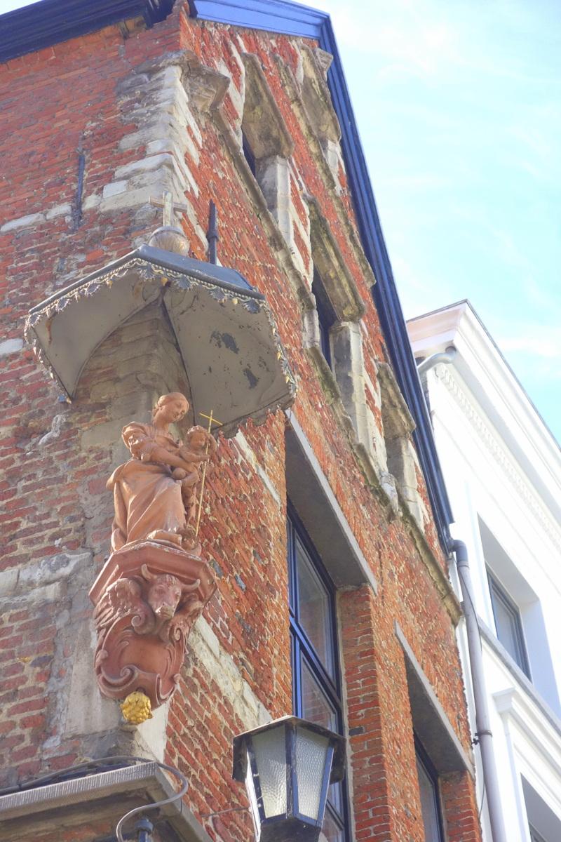 Anvers, Belgique - Marie et éclairage public