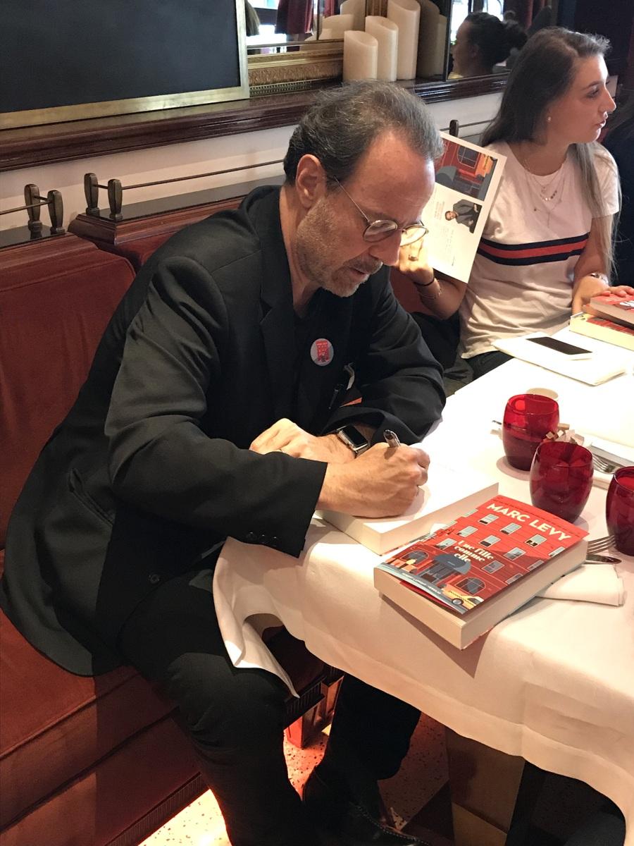 Marc Levy en signature, juin 2018 - Photo : le blog de Lili