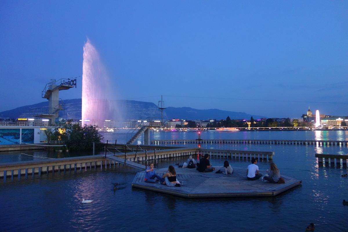 Une fondue aux Bains des Pâquis, à Genève