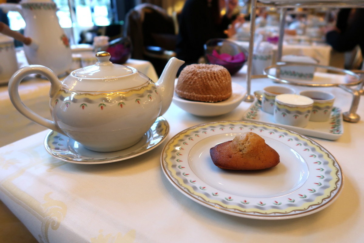Le tea time du Four Seasons Hotel George V Paris