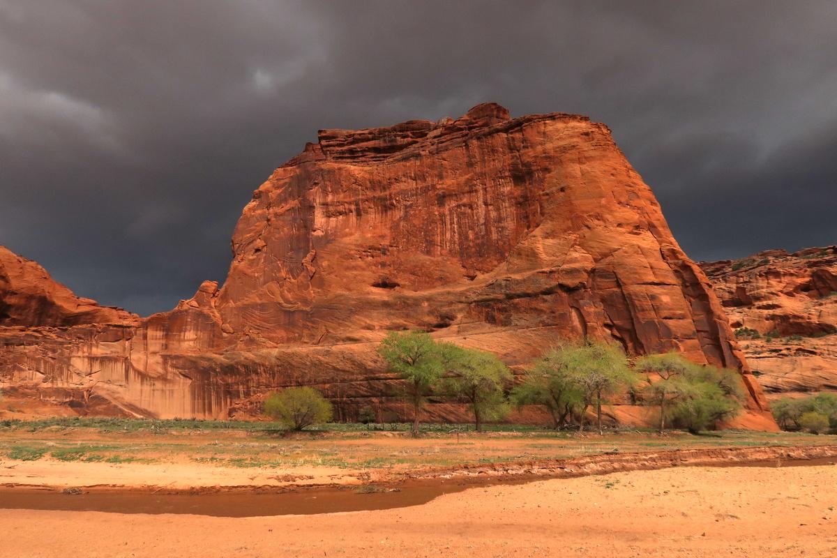 Le canyon de Chelly sous le ciel noir