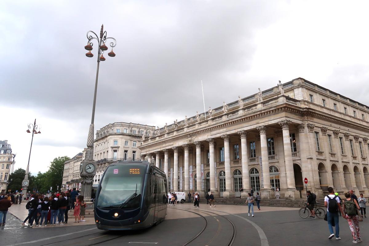 Visite de Bordeaux - L'opéra national et le tram