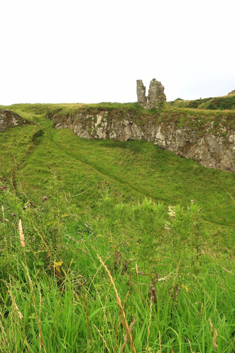 Irlande du Nord - Château en ruines sur la côte